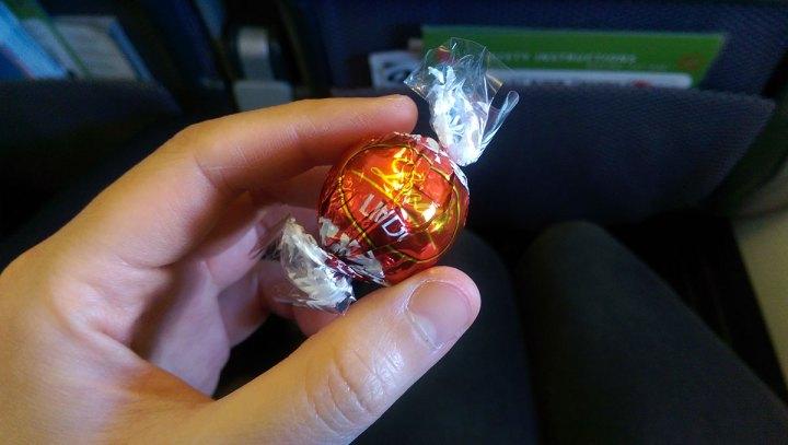 QF121 Qantas Lindt chocolate truffles