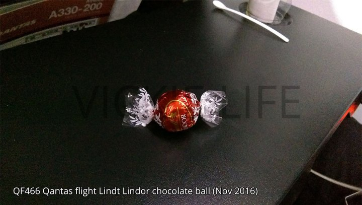 QF466 Qantas domestic flight Lindt Lindor chocolate ball