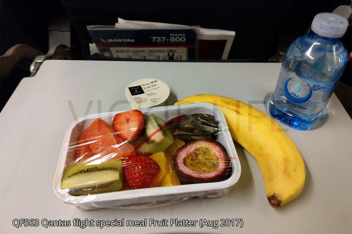 QF563 Qantas domestic flight fruit platter