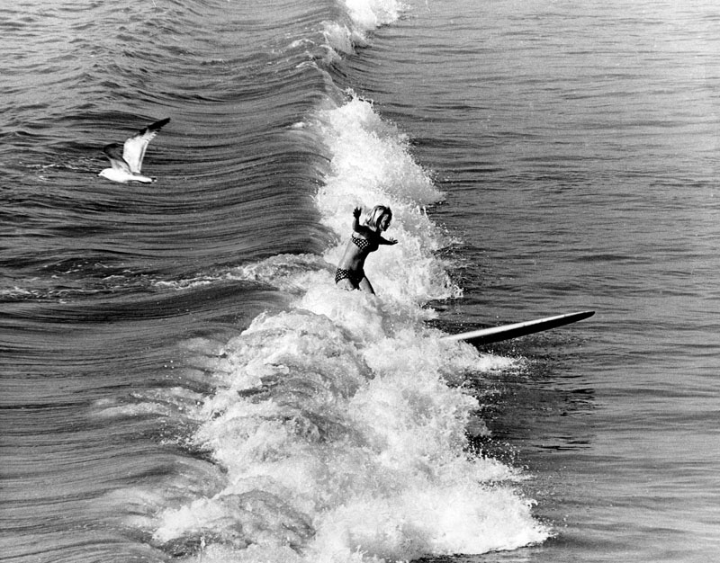photo bruce e howell 1968 kim hoeppner surfing