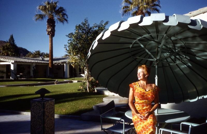 sous-le-parasol-c2a9-atelier-robert-doisneau