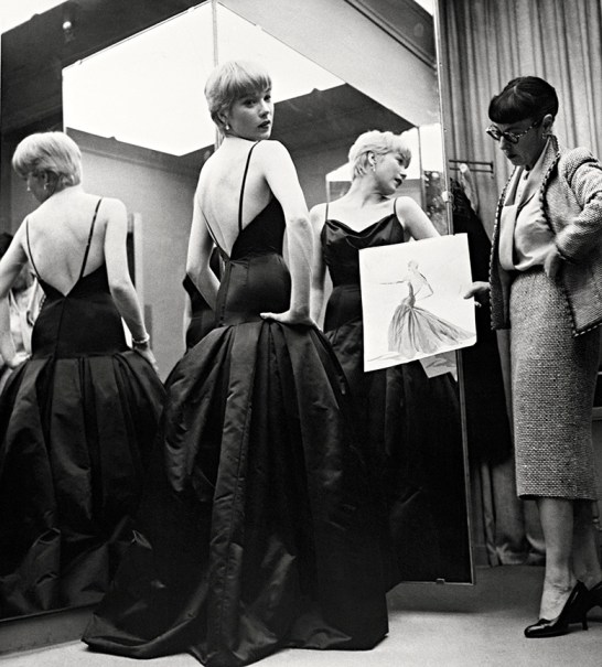 Shirley MacLaine tries on her Oscars gown
