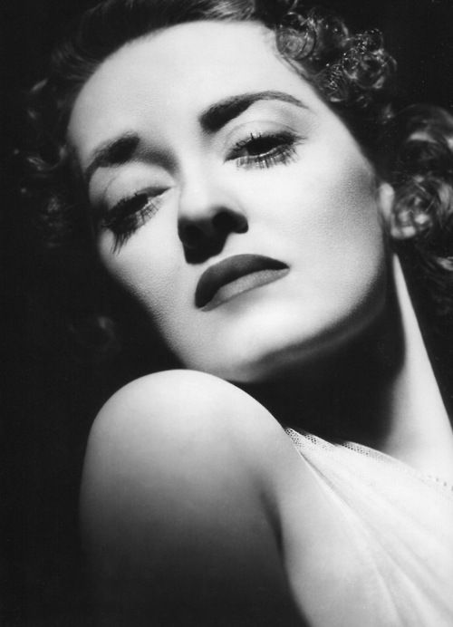 bette-davis-photographed-by-george-hurrell-1375931940_b