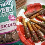 Gifts From the Kitchen – Chocolate Covered Pretzels