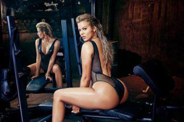khloe-kardashian-strips-complex-cover-01-960x640-e1479306244108