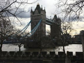 From the East Wall Walk you get an excellent view of the Tower Bridge