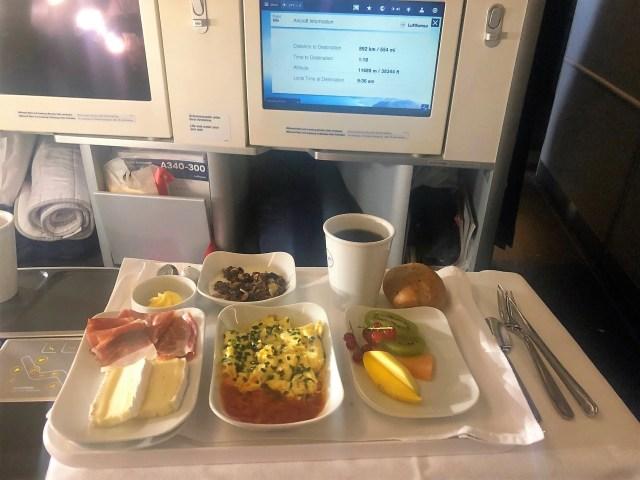 Lufthansa Frühstück in der Business Class