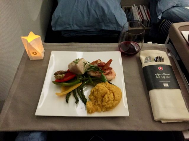 Tunfisch Filet mit Gemüse und Kuskus - Turkish Airlines San Francisco - Istanbul