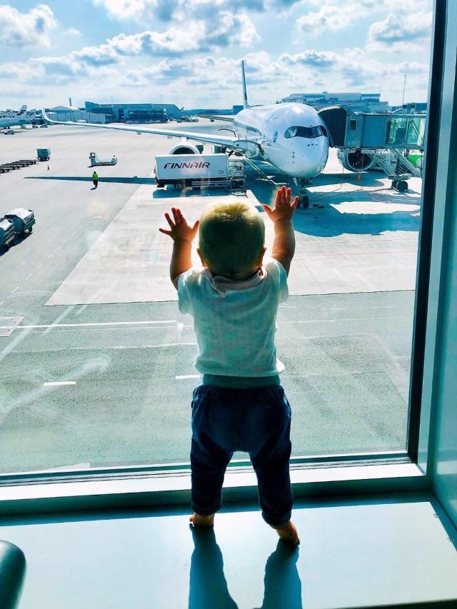 Warten auf den Flug AY01 mit Finnair von Helsinki nach Los Angeles