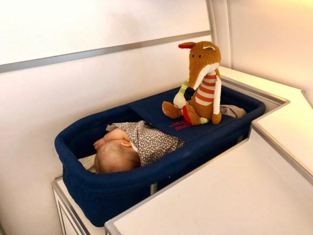 Baby Bassinet bei Finnair im Airbus A350
