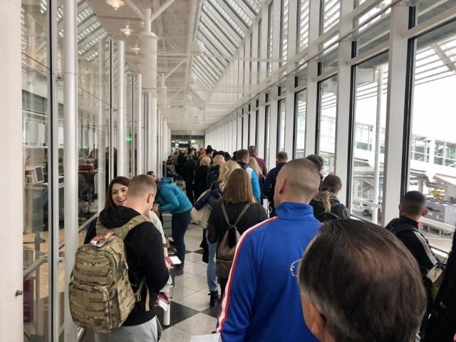 Lange Boardingschlange am Terminal 1B, MUC Airport