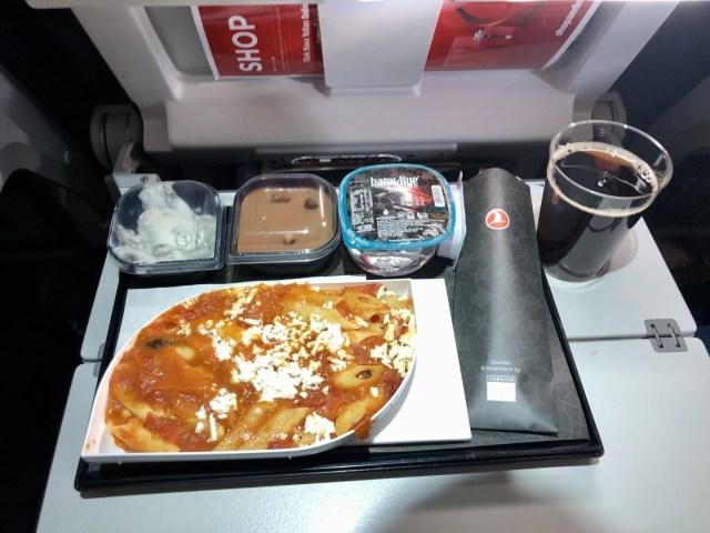 Warmes 3 Gänge Menü in der Economy Class auch auf kurzen Flügen - nur bei Turkish Airlines