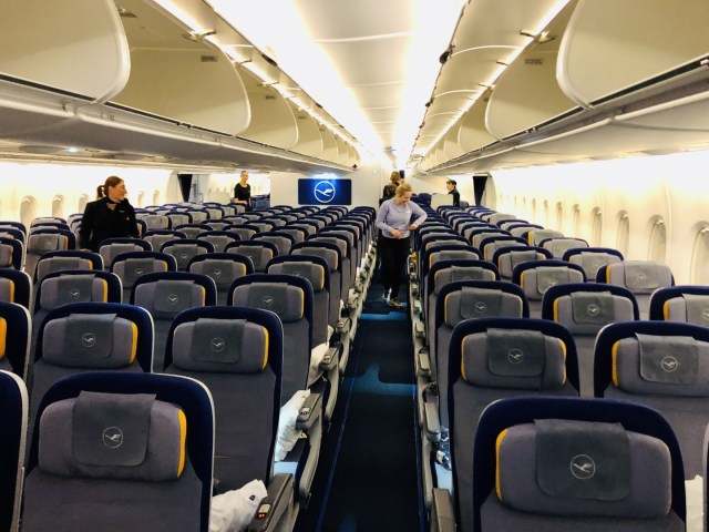 Leere Economy Class im Lufthansa Airbus A380