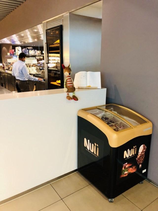 Kostenloses Eis in der Lufthansa Senator Lounge am Flughafen München Non-Schengen Terminal H