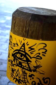 graffiti pole