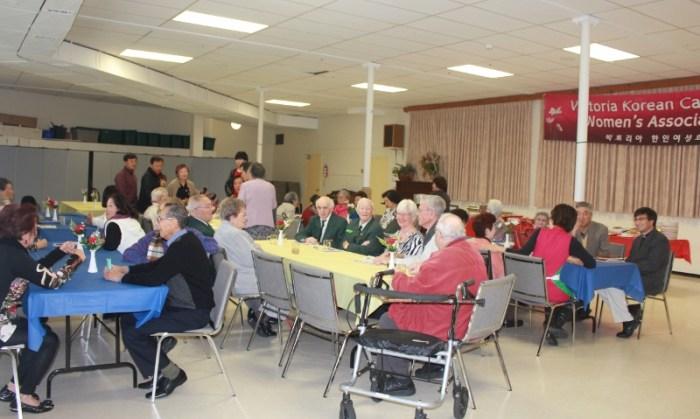 빅토리아한인여성회는 10일 한인성당에서 65세 이상 교민 어른신들, KVA회원들을 초대해 투수감사절 경로잔치를 벌였다.