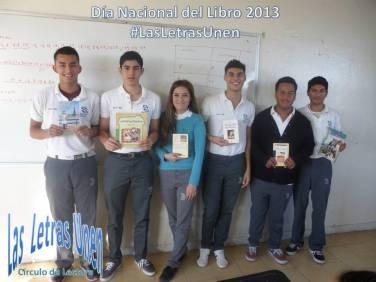 Estudiantes #3BMARH con los libros a regalar.