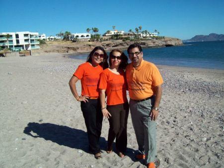 Con Maestras Conchita Aréchiga y Liz Martínez de #25deNaranja en Miramar, Sonora.