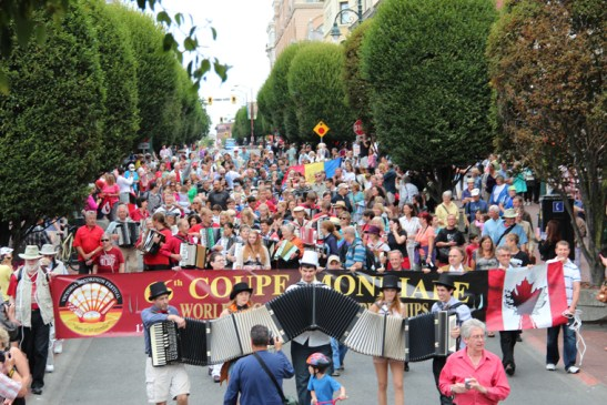 Coupe parade1 crowd copy