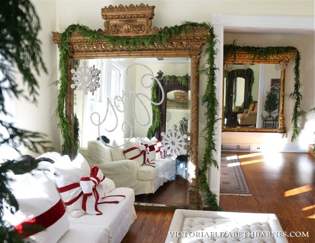 Christmas decorating idea WRITE WITH GLITTER on a mirror