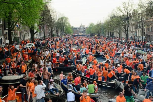 koningsdag-amsterdam-boot-manman.jpg