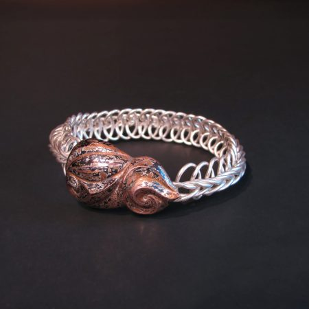 Allahoudine II, Vertebrate chain bracelet with a clasp of Eastern repousse patterned mokume gane