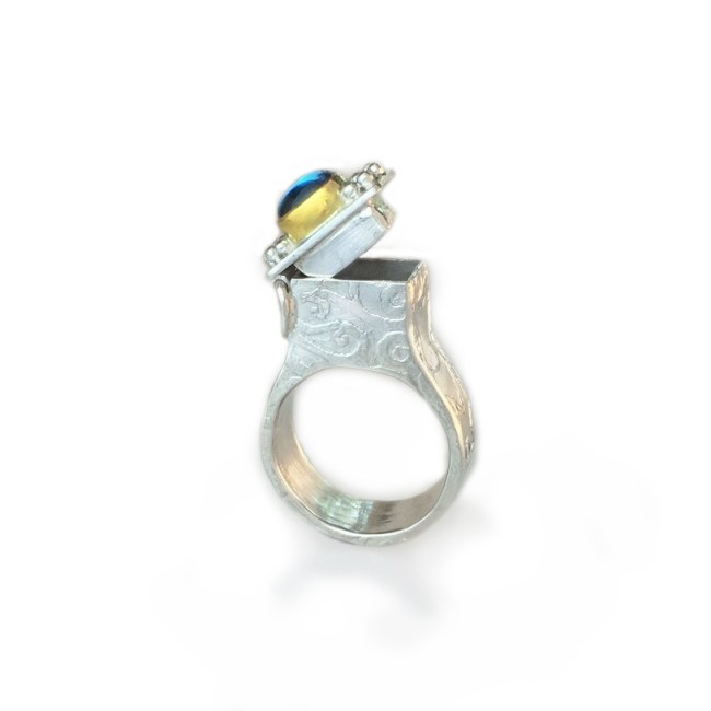 "Lucrezia III, Hidden Compartment Ring (""poison ring"") (open)"