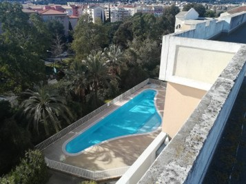 Photo aérienne de la piscine de la résidence