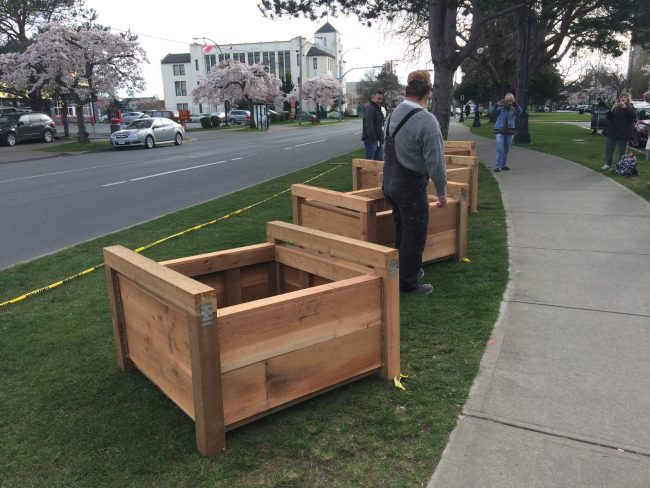The planters are arranged on the boulevard.
