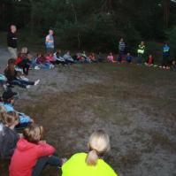 In het donker het bos in