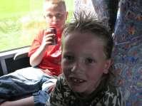 Marvey en Donovan in de bus op weg naar Otterlo