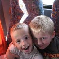 Giovanni (links) toen hij nog als kind mee ging