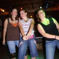 Manon, Bente en Geerke tijdens de disco