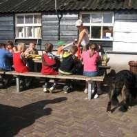Hapje eten op de boerderij