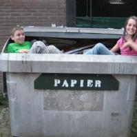 Jens en Eva in de papierbak