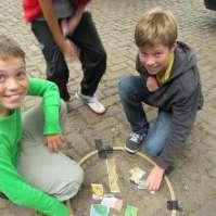 Jens en Milan tijdens rode draad spelletjes