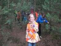 Speurtocht dwars door de bosjes, Maria loopt voorop