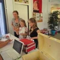 Koffers inleveren: Valerie en Fiorella