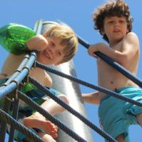 Tynko en Jeroen in het klimweb