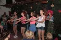 De 14-jarigen playbacken de Spice Girls