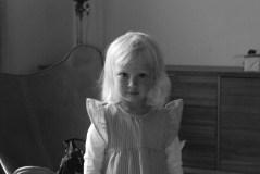 En bild som du tycker är din finaste från i år - Båda de här bilderna tog jag i Bergen i samband med att Eva skulle döpas. Bilden på Ella är tagen i Helens vardagsrum och bilden på Sandy och Eva är tagen i kyrkan strax före dopet.