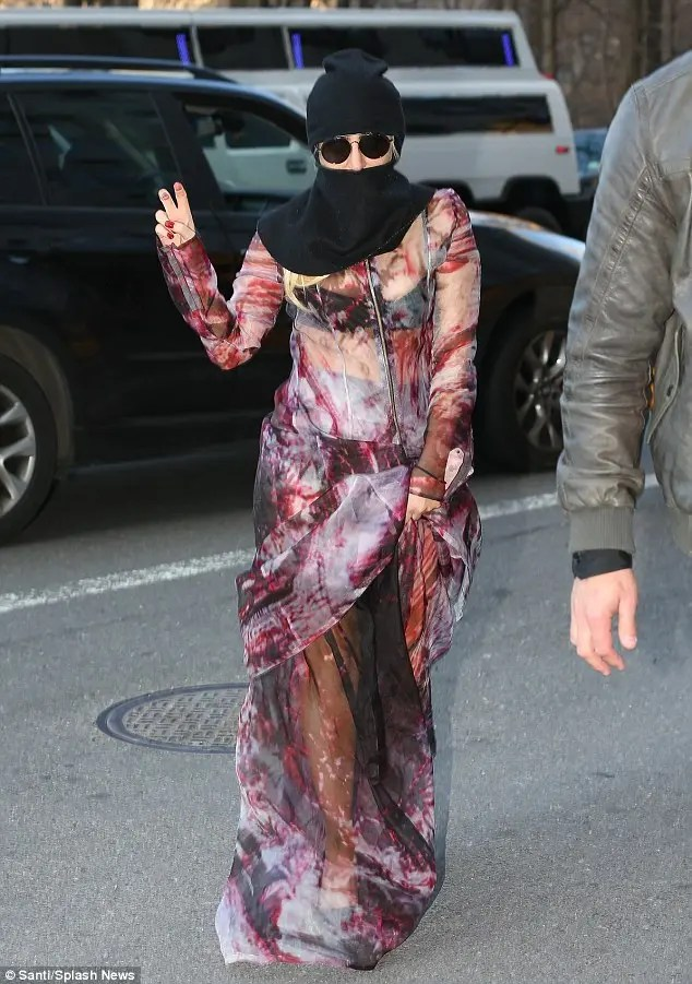 Poker Face no more Lady Gaga dons the veil  Al Arabiya
