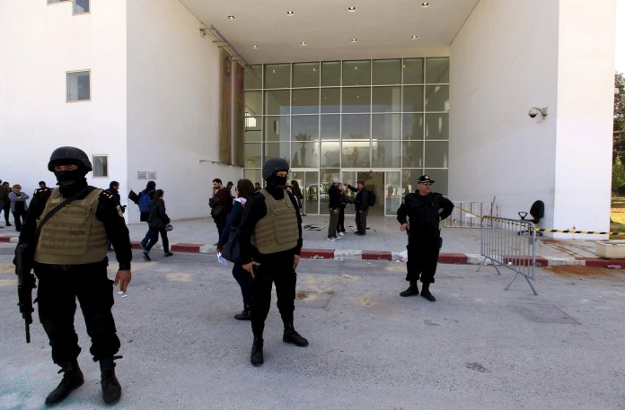 Tunisian security forces in front of the Bardo Museum