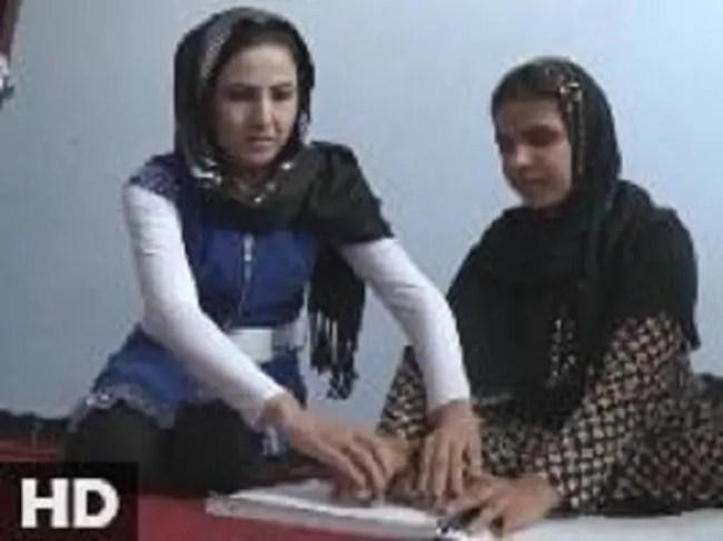 بنفشى أحمدي، في مشهد من برنامجها، وهي الصورة الوحيدة التي عثرت العربية.نت لها