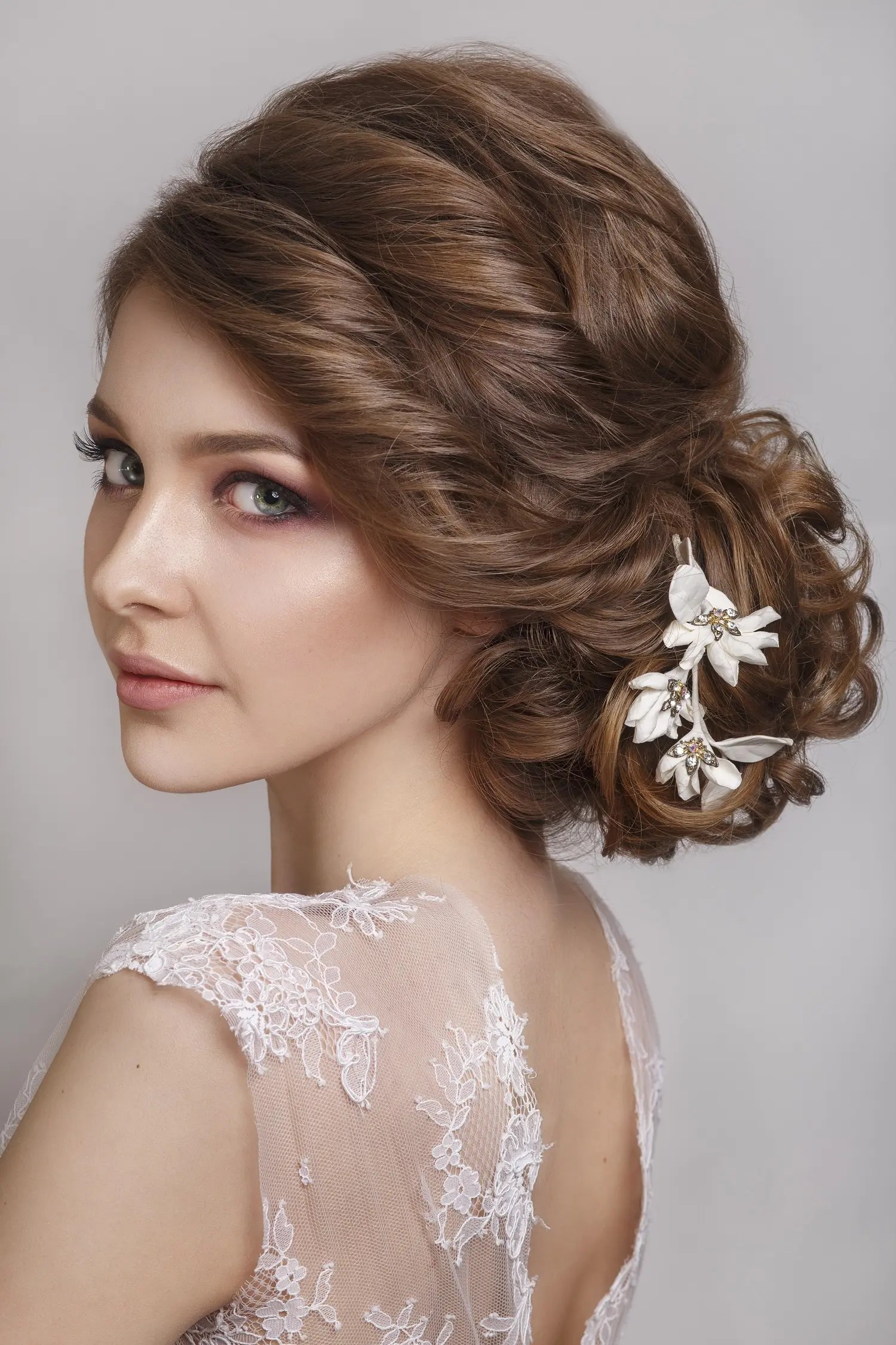 Choosing the perfect hairstyle to match your wedding dress