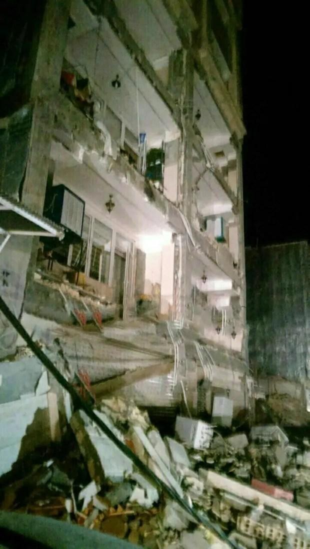 صور لآثار الزلزال في إيران