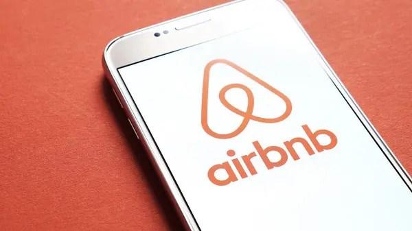 Airbnb reports 1Q loss of nearly .2 billion, revenue rises