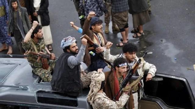 عناصر من ميليشيا الحوثي المدعومة إيرانيا