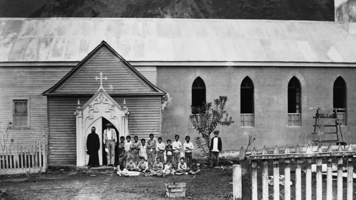 A picture of lepers in front of a church in Kalobaba