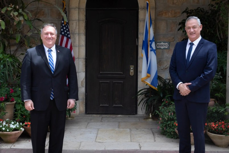 U.S. Secretary of State Mike Pompeo, left, meets Israeli Blue and White party leader Benny Gantz in Jerusalem, Wednesday, May 13, 2020. (AP)